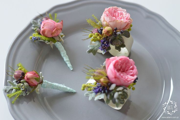 ARTEMI - bukiet ślubny, dekoracje ślubne, dekoracje sal weselnych, dekoracje kościoła, pracownia florystyczna - butonierka, przypinka dla pana młodego