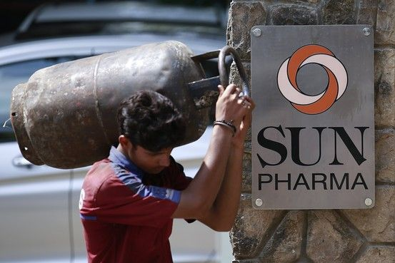 Sun Pharmaceutical Industries Ltd. has recalled 68,000 bottles of the antidepressant Effexor in the U.S., in the second recall of the drug this year, the U.S. Food and Drug Administration said http://online.wsj.com/articles/sun-pharma-recalls-effexor-in-u-s-1416297616?mod=WSJ_LatestHeadlines