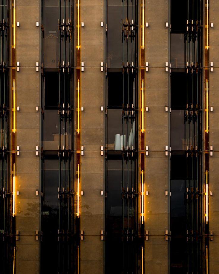 #gold #architecture #lines #warszawa #warszawalove #symetric #justgoshoot #goldenhour #lalala #glass #muzeum