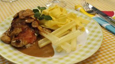 Gevulde kippenborst met gebakken witte selder en archiduc saus
