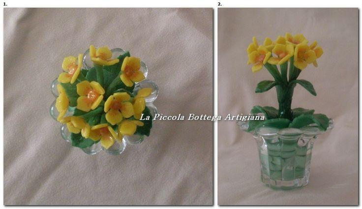 Mazzolino di fiori gialli in pasta di mais in vasetto di vetro a fiore altezza cm 12 circa
