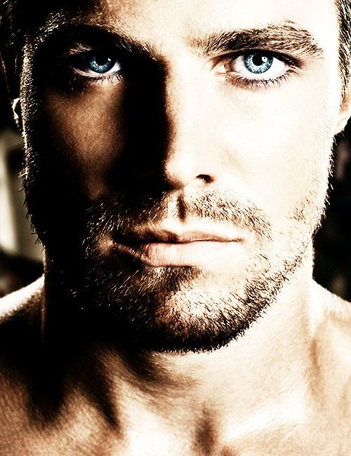 JFC, ehm, *gurgling noises* - Stephen Amell's face is really nice.