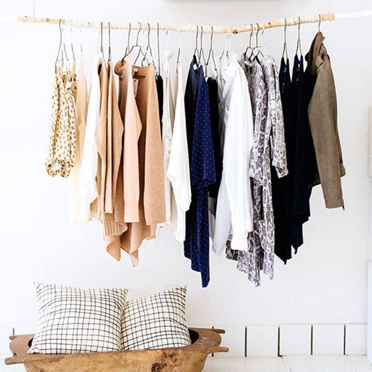 Une branche en bois en guise de portant à vêtements - Marie Claire Idées -  DIY clothes rack