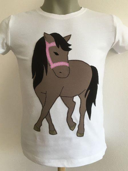 Langarmshirts - Handarbeit: Pferd-Applikation auf Tshirt - ein Designerstück von KleineLieblingsteile bei DaWanda