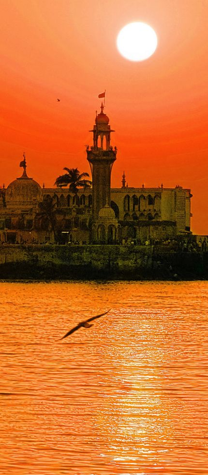 Haji-Ali Dargah, Mumbai, India https://play.google.com/store/apps/details?id=com.andronicus.coolwallpapers