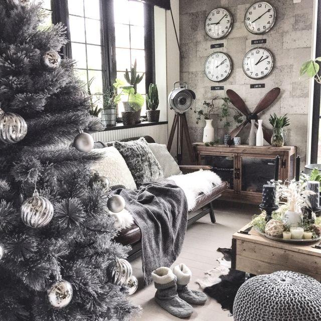 yupinokoさんの、アンティークライト,ディスプレイ,クリスマスツリー,プラチナクリスマス,ニットスツール,ACME FURNITURE,ニトリ,セルフリノベーション,インダストリアル,デコレーション,DIY,IKEA,インスタやってます♡,アメブロやってます♡,男前,クリスマス,リビング,のお部屋写真
