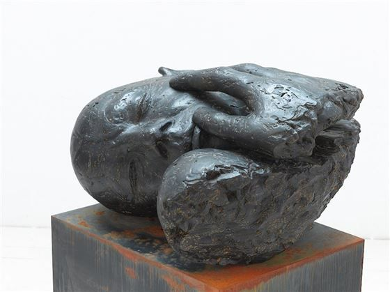 #LoisAnvidalfarei - Bruno mit Hand / Bruno con mano, 2012, Bronze/bronzo, Ed.5, 61x111x100 cm