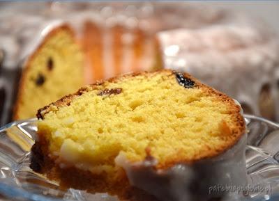 Yeast cake with raisins.