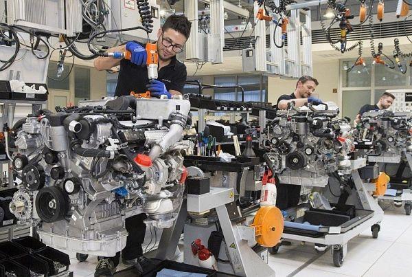 #срочно #Авто | Daimler столкнулся с дефицитом моторов | http://puggep.com/2015/11/20/daimler-stolknylsia-s/