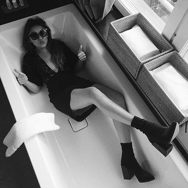 @irisbavelaar in Won Hundred Marlene Velvet boots! #wonhundred #aw16 #newin