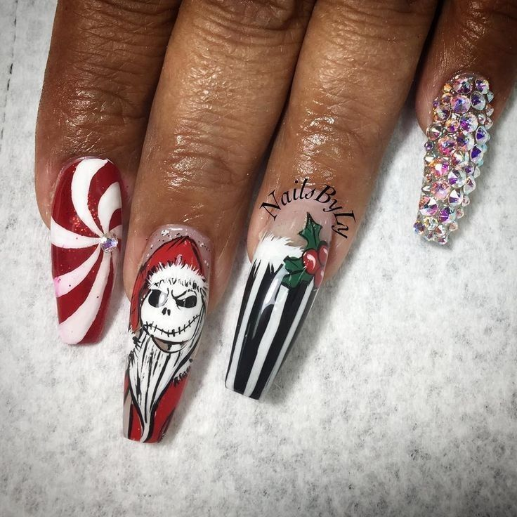 Pin By Sil Jesus On Aurora S Art Christmas Nails Acrylic Nails Gold Nails Prom