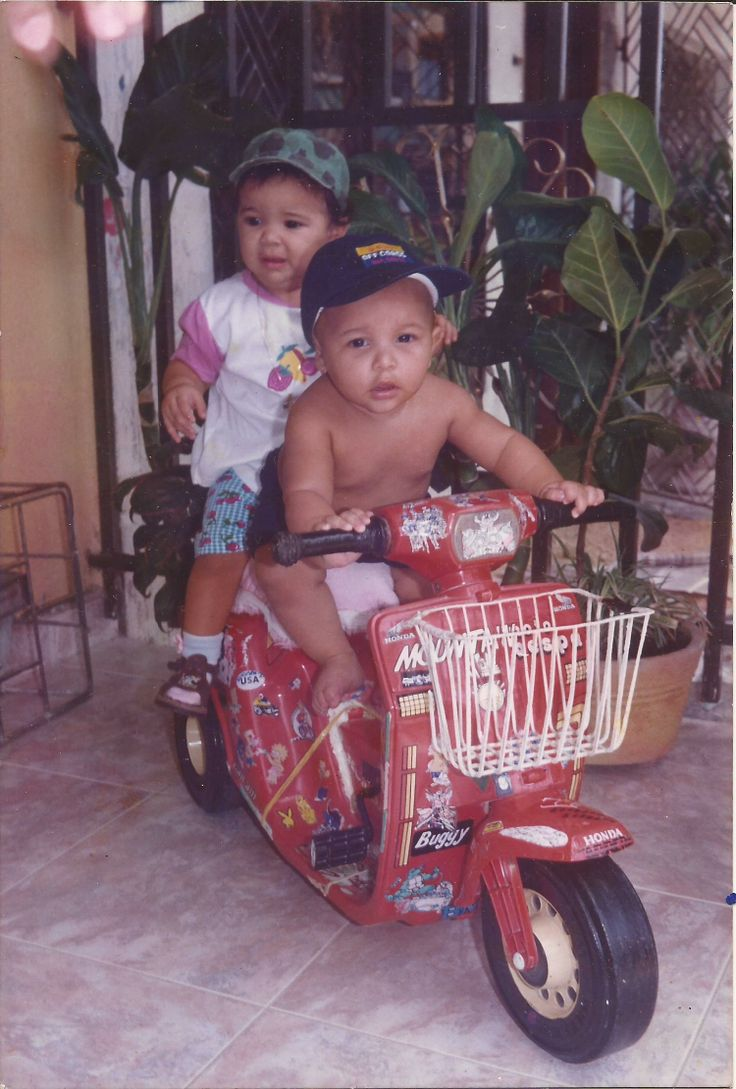 jajaja la de atras es adriana luna la maka esa creia que iba a arramcar la moto los de las moto bebe