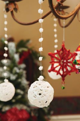 I remember doing this in Girl Scouts.  Yarn Ornaments: Use smaller water balloons for these smaller projects. Use larger balloons to create outdoor lanterns with the same technique!
