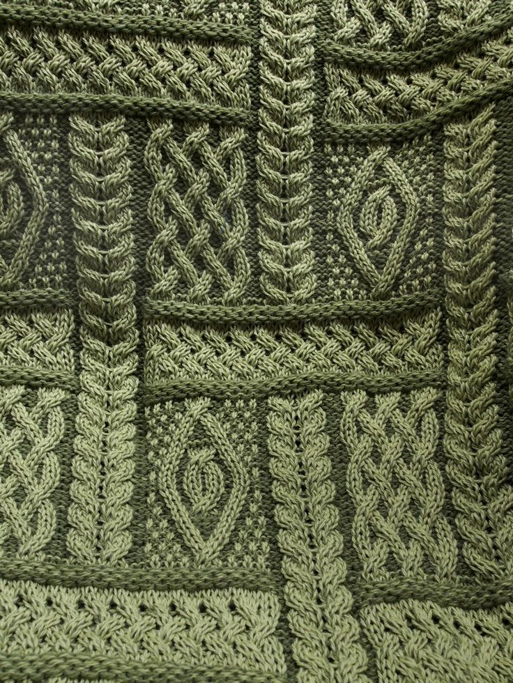 I wish I had the pattern for this afghan.  I'd love to make it and it's not as complicated as it looks.