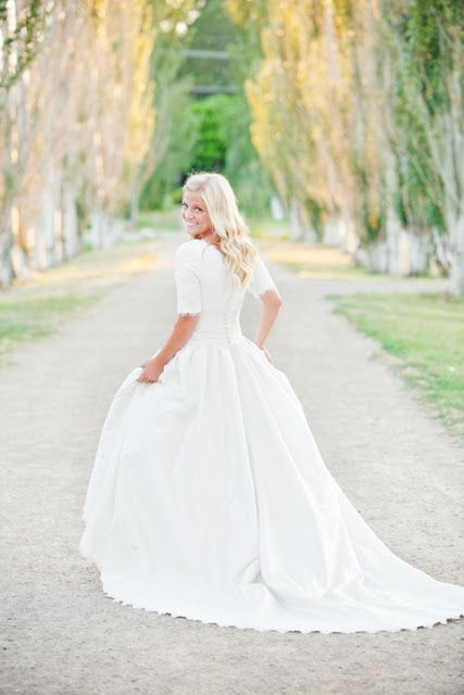 I dont plan on ever getting married and i generally dont look at dresses...but this is the one, sold on the quarter sleeves.