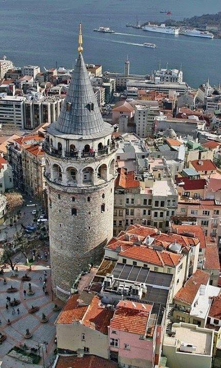 Galata Kulesinin 1348 yılında tekrar yapıldığında İstanbul'daki en büyük bina olduğunu biliyor muydunuz?