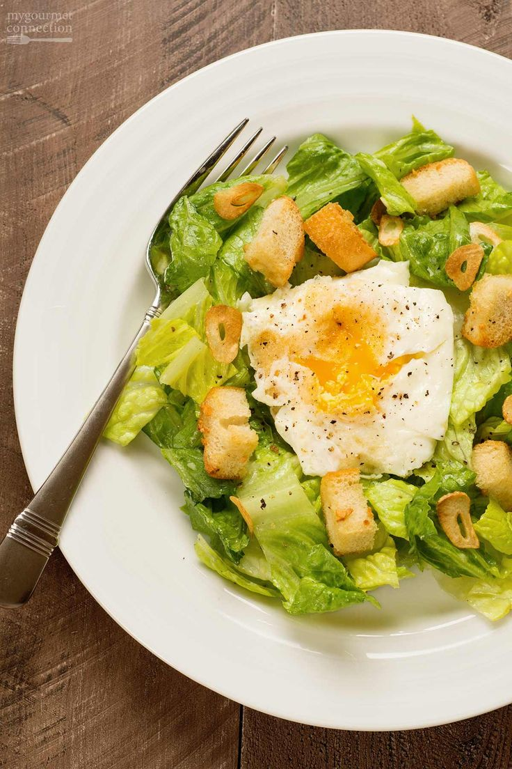 Fried Egg Caesar Salad: Quick to make and deliciously satisfying, this main dish Caesar salad is topped with an over-easy egg, lightly-toasted slices of garlic and buttery croutons.