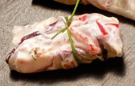 Wraps de frango com salada de abacate e couve roxa - Dieta Mais