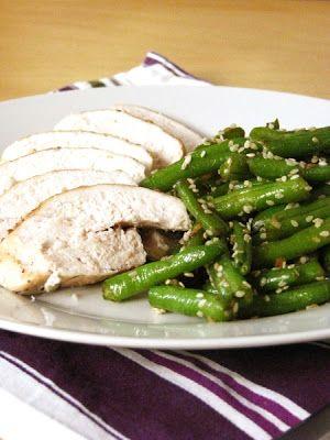 Tipikus Flammeres: Sült csirkemell balzsamecetes-szezámmagos zöldbabbal