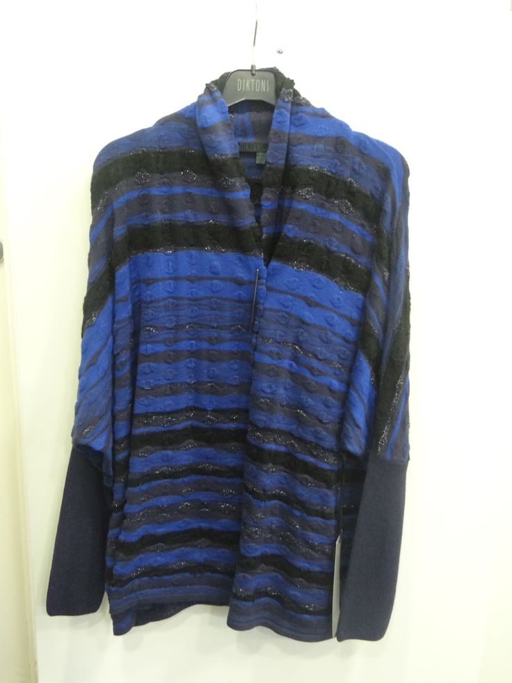 Cardigan/capa en tonos azul klein/negro