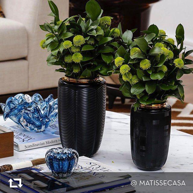 """Dê as boas-vindas à primavera com o requinte das jarras """"Jet Black"""". Obrigado @matissecasa pela inspiração! #repost #jetblack #jarra #decorativo #vistaalegre"""