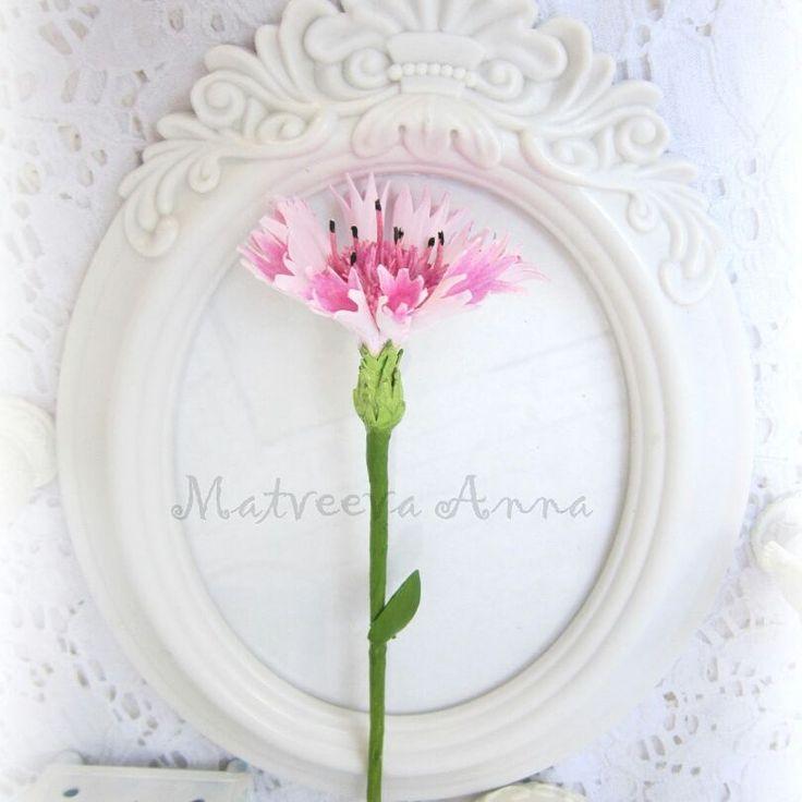 Вот такие васильки. Фоамиран иранский. Тонировка пастель и акрил. Ох, сколько с ним работы. Теперь буду пробовать сделать из зефирки. #ромашкиизфоамирана#фомфлористика #фоамиран#цветыручнойработы#цветыизфоамирана#интерьер#декор#foamiranflowers#foamiran
