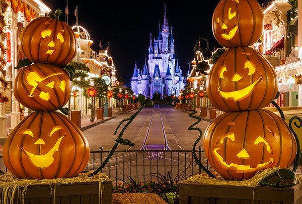 American theme parks at Halloween: | Halloween in America Vs. Halloween in Scotland