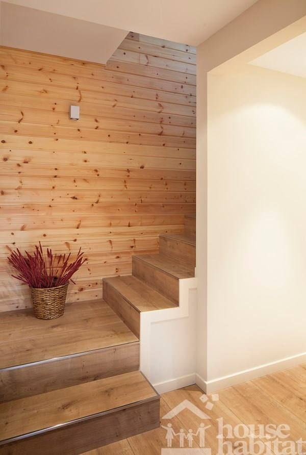 escalera casa de madera Kuusamo Log Houses en Begues (Barcelona) obra de House Habitat