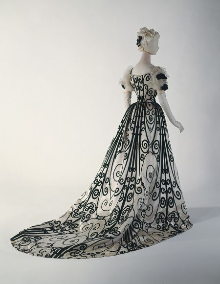 Evening dress from the House of Worth c.1900
