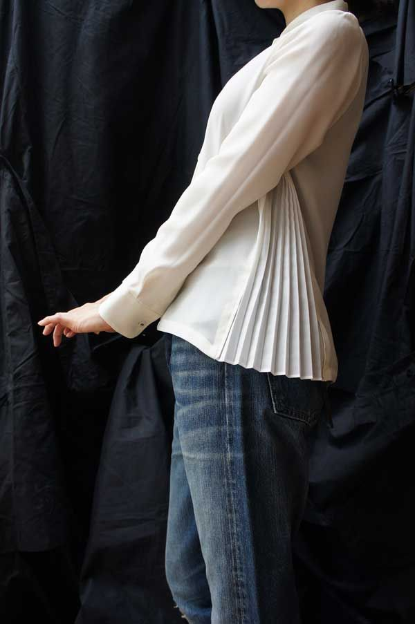 [ karatto ] SIDE PLEATS BLOUSE