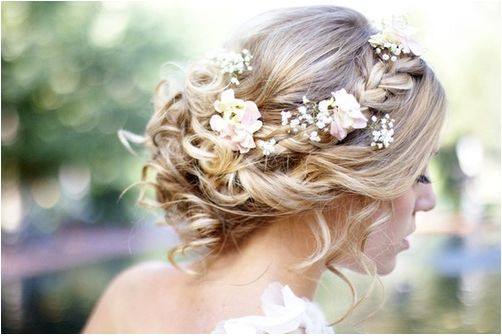 love how simple and beautiful this is, especially with the braid!
