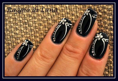 Black n white nail art