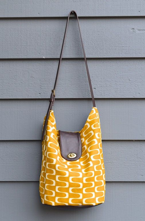 Bag designed and sewn by IkatBag. Barkcloth fabric is Wavelength in gold by Jessica Jones for Cloud9 Fabrics.