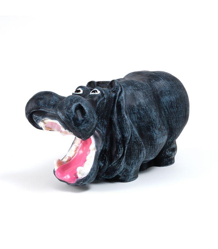 Statue Hippopotame - Animal en resine - 49 x 28 x 23 cm Description du modèle :Hippopotame, couleur gris, peint àla mainCaractéristiques :Référence du modèle : ART023Marque : Anim'ArtDimensions :49 x 28 x 23 cm (Longueur x hauteur x largeur)Poids : 3,10 Kg