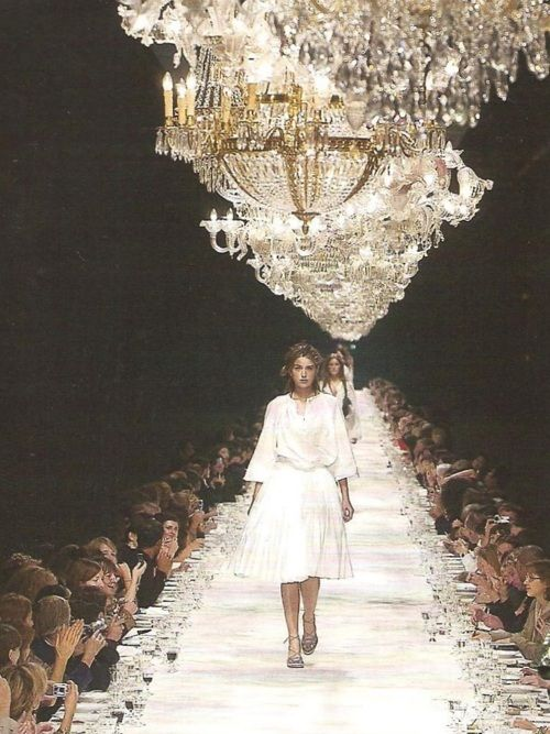 runway + dinner tableMermaid Hair, White Runway, Runway Chand, Fashion Dinner, Dry Vans, Dinner Tables, Amazing Runway, Divination White, Vintage Chanel