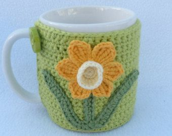 Taza acogedor con applique de la flor de ganchillo lila