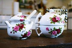 tea set /teapot with cup and honey jar