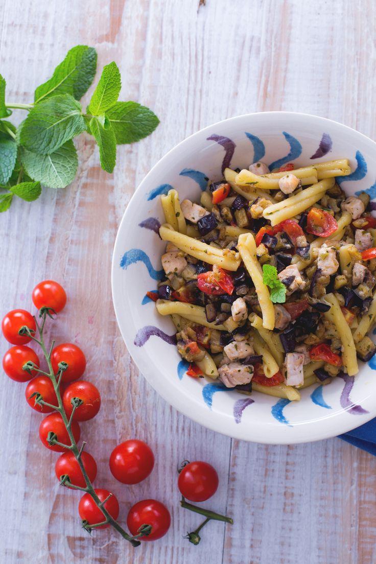 Pasta con pesce spada e menta: un delizioso primo piatto estivo da gustare forchettata dopo forchettata! [Pasta with swordfish and mint]