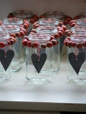 Inspiration: Christmas or Valentine's jars. Need: jar, wire or string, cranberries, zinc or lead and baker's twine. From Be-House.