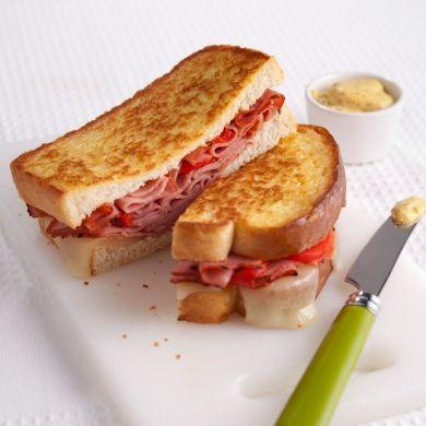 Grilled cheese croustillants au smoked meat - Soupers de semaine - Recettes 5-15 - Recettes express 5/15 - Pratico Pratique