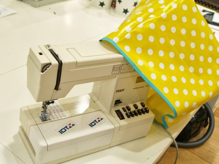 """Our how-to guide will help you make your own sewing machine cover. Yvonne of """"Leni Pepunkt."""" shows you how."""