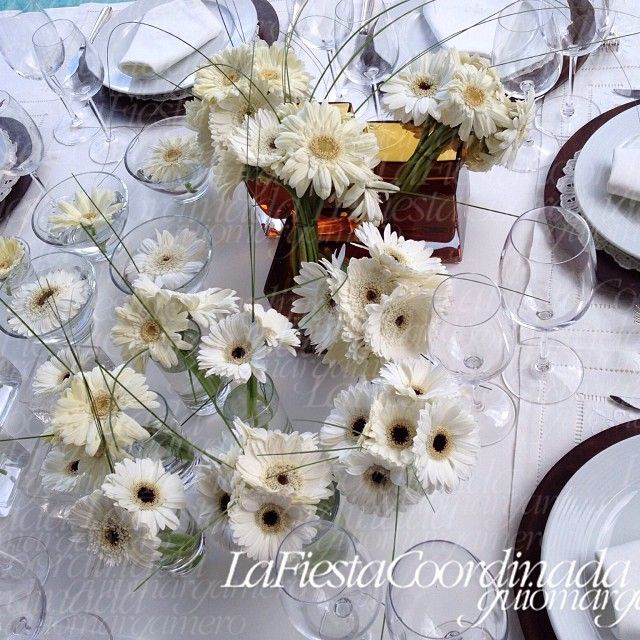 breakfast by the pool, centerpieces, herberas decoration, served table