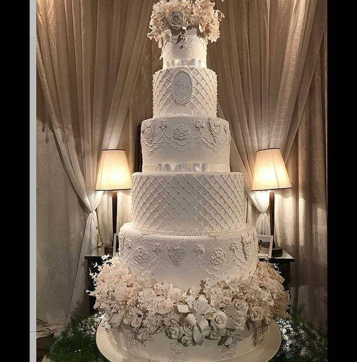 Bolo rendado, romântico para casamento by @ivanasimoes4  #bolosdecorados #arteembolos #decoratedcakes #bolosdecasamento #casamento #sugarart #weddings #weddingcakes http://gelinshop.com/ipost/1524733345815534139/?code=BUo8OZOhxo7