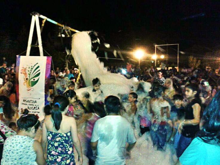 Jugando con espuma en el #CarnavalFederal2014 #RioNegro #Patagonia #Carnaval #ArgentinaEsTuMundo #Argentina #Viajes #Eventos | Para más info, entrá a www.facebook.com/viajaportupais