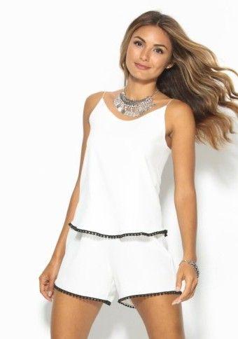 Krátký overal s originálním lemem #ModinoCZ #white #whitecoverall #overal #summer #fashion #summerfashion