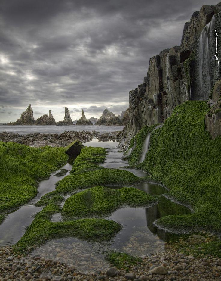 gueirua beach, asturias, spain   by f molina via flickr