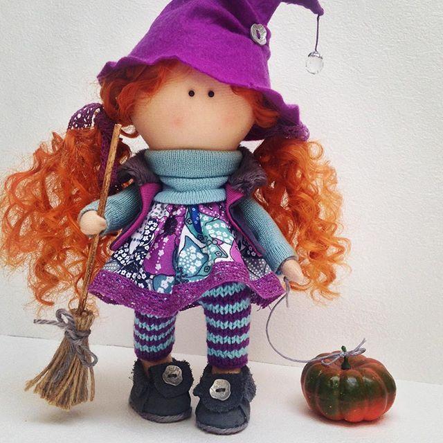 Пятница...13...немножко чертовщинки...такая вот ведьмочка у меня получилась #текстильнаякукла #ручнаяработа #handmade #вподарок #интерьернаякукла #хэллоуин #ведьмочка #handmadedoll #muneca #doll #interiordoll #fabricdoll #workshop #knittinq