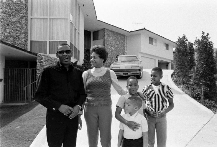 Ray Charles' family at their home in Beverly Hills: Della ...