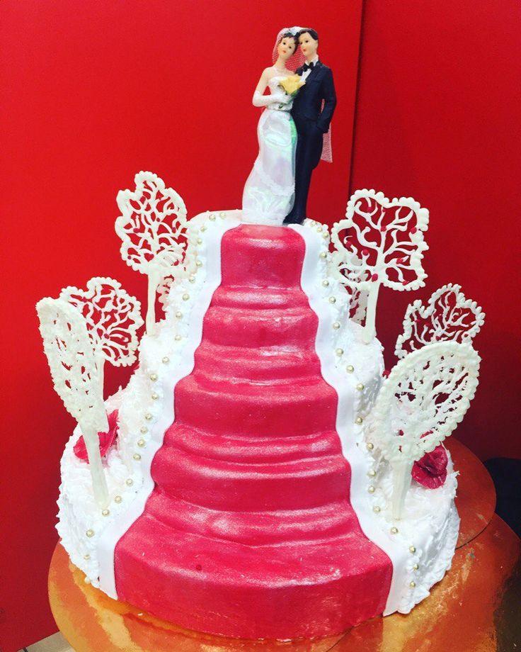 Свадебный торт! Наши кондитеры смогут сотворить любые шедевры!