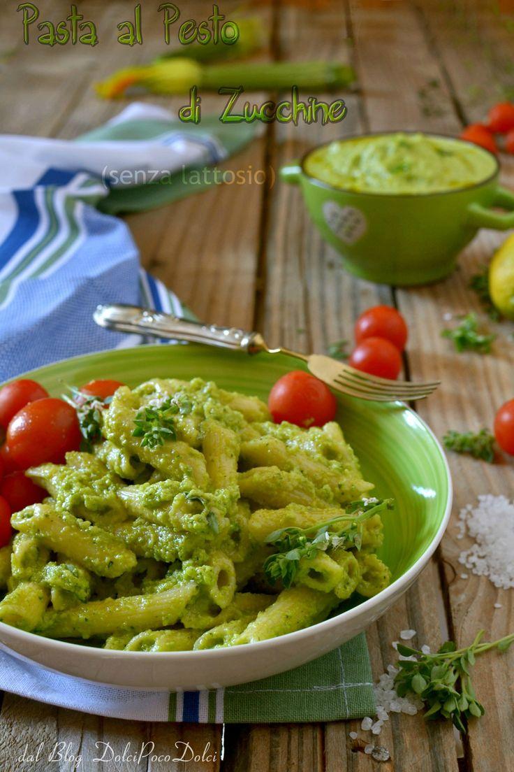 Primo piatto velocissimo per l'estate http://blog.giallozafferano.it/dolcipocodolci/pasta-con-pesto-di-zucchine-senza-lattosio/